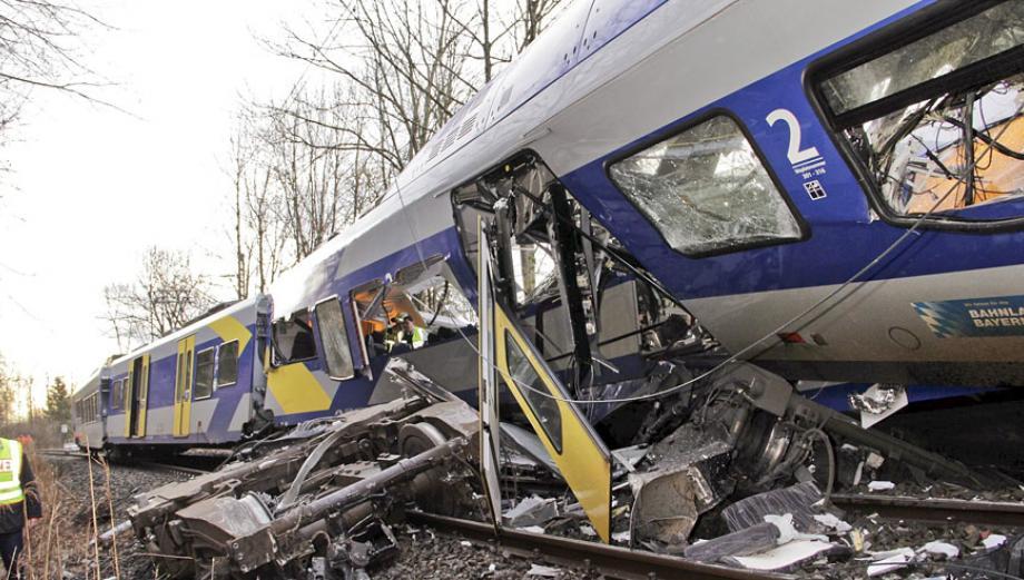 Impactantes imágenes del choque de trenes en Alemania