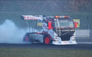 Un camión preparado para el drifting [VIDEO]
