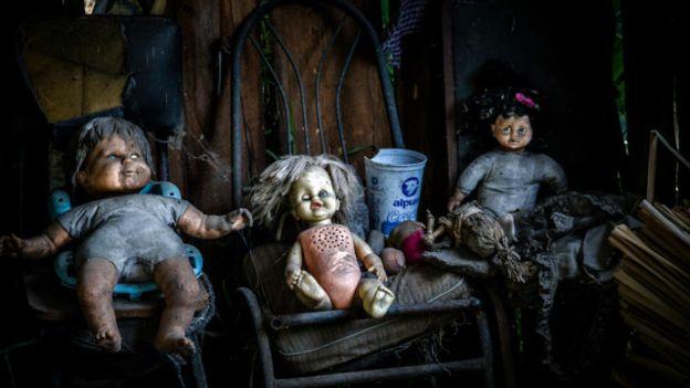 El cuidador de la Isla de Muñecas empezó a colgar las muñecas en memoria de una pequeña niña que murió. (Foto: Kevin Flicker CC 2.0)