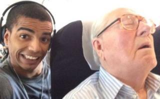 Fue condenado por tomarse un selfie con político que dormía