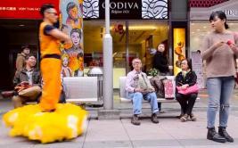 ¿Qué hace Gokú en su nube voladora en calles de China? [VIDEO]