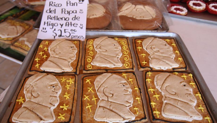 """México: La """"Papamanía"""" se desata también en una panadería"""