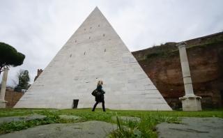 La única pirámide de Roma ya puede ser visitada por el público