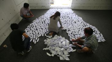 Un viaje en barcos de papel para ayudar a niños más necesitados