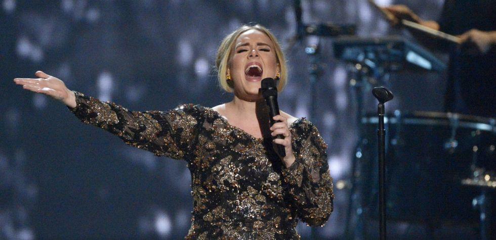 Adele se luce como una madre animada en entrevista