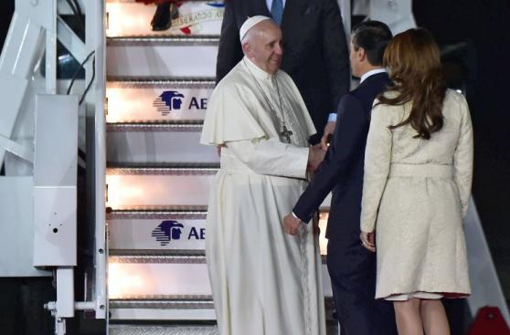 Así fue el espectacular recibimiento del Papa en México [FOTOS]