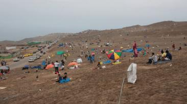 Ventanilla: así cientos invaden cerro en Pachacútec [FOTOS]