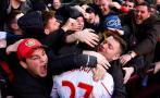 En San Valentín hincha besó a jugador del Liverpool [FOTOS]