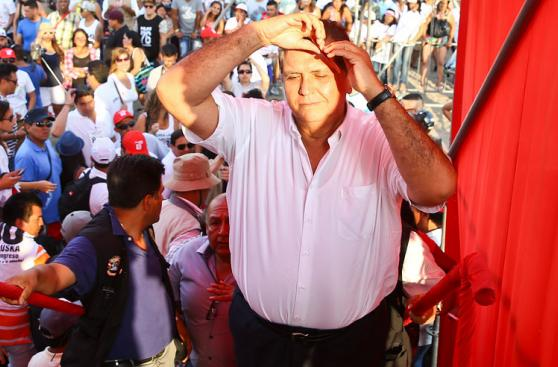 García bailó con Mario Hart y Corazón Serrano en Agua Dulce