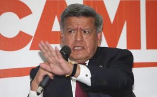Acuña regaló plata en campaña: ¿Qué normas habría infringido?