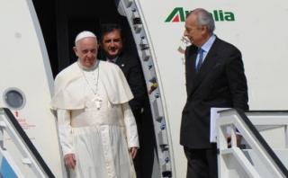 Avión del papa Francisco también fue apuntado con luz láser