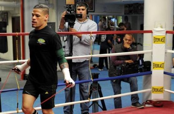 Boxeador gay reta a pelear a Manny Pacquiao