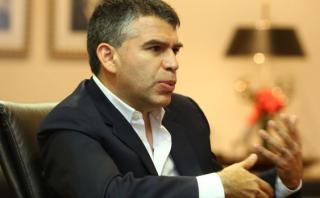 Julio Guzmán: Se debe prevenir salida del país del presidente