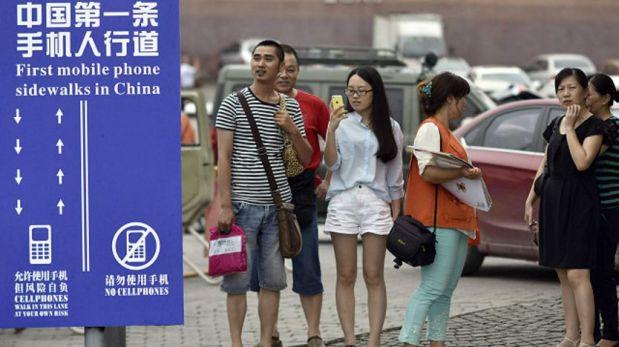 Y ese programa de televisión estadounidense inspiró a la municipalidad de Chongqing, en China, a crear sendas para smombies. (Foto: AP)