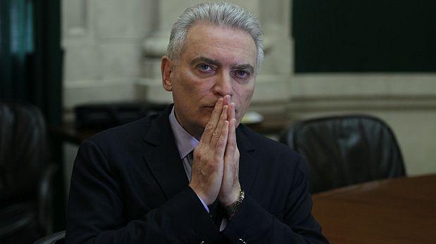 Luis Favre abandona la campaña de César Acuña