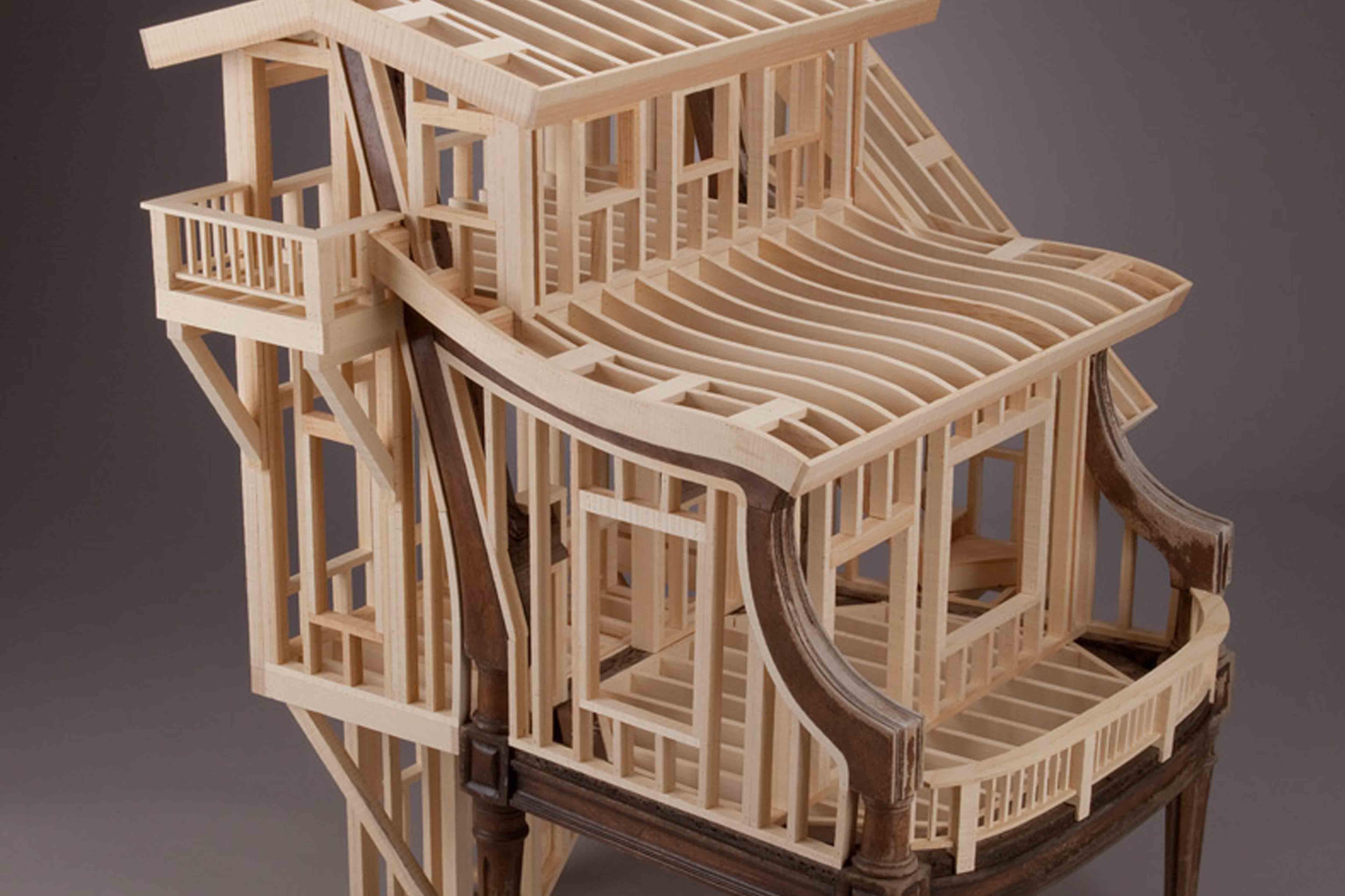 Artista transforma muebles antiguos en obras de arte for Muebles antiguos reciclados