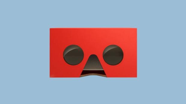 Este es el cuarto paso para convertir la cajita feliz en un visor de realidad virtual. (Foto: Mc Donald's)
