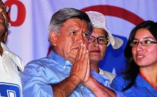 Denuncian que Acuña sustentó gastos de campaña a nombre de UCV