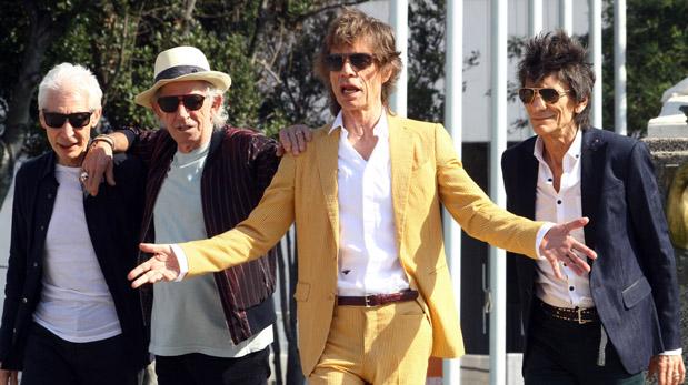 Charlie Watts, Keith Richards, Mick Jagger y Ronnie en una fotografía a su paso por Santiago de Chile hace unos días. (Foto: AFP)