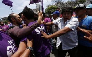 Enfrentamiento en Plaza San Martín por marcha de Julio Guzmán