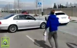 Mujer se cruza en camino de Cristiano Ronaldo por un autógrafo