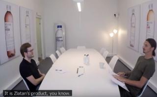 Va a buscar trabajo y lo entrevista Zlatan Ibrahimovic [VIDEO]
