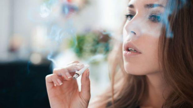 Las toxinas permanecen en la superficie de objetos y en nuestra piel durante horas, e incluso días después de que apaguemos el cigarrillo. (Foto: Thinkstock)