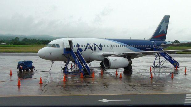 Rayo impacta en avión y más de 120 pasajeros se salvan de morir