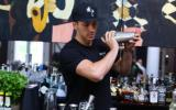 Hermano de Scarlett Johansson brilla en la barra de Coyo Taco