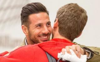 Claudio Pizarro viajó a Múnich y así lo recibió el Bayern