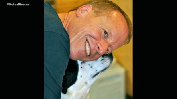 [Foto] Este perro adoptado salvó su vida