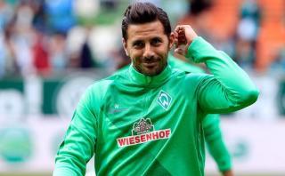 Claudio Pizarro regresó a Bremen y continúa con recuperación