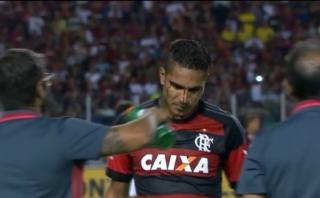 Paolo Guerrero disputó balón y sufrió corte en la cara (VIDEO)