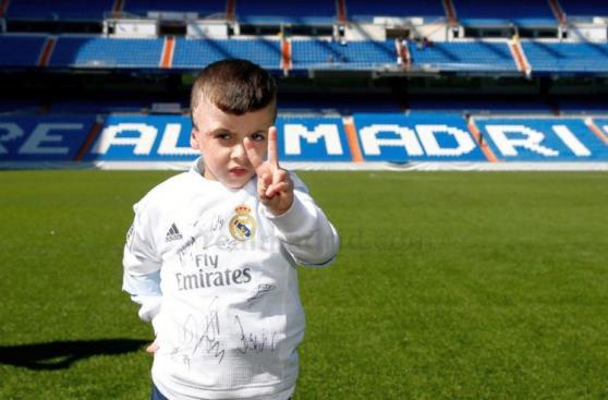 Real Madrid recibió a Ahmed, el niño superviviente de ataque