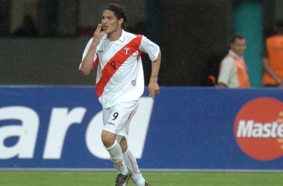 Paolo Guerrero está a un gol de superar a Teófilo Cubillas