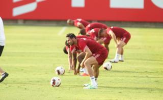 Claudio Pizarro no completó la práctica por dolencia muscular