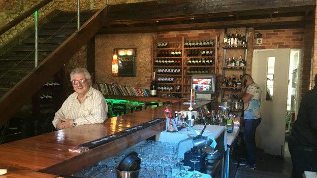 El chef Jordi Escárraga antes trabajaba con el estado. Ahora tiene su propio restaurante. (Foto: Boris Miranda/BBC Mundo)