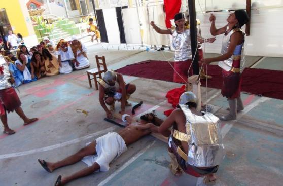 Semana Santa: cien reclusos escenificaron Vía Crucis [FOTOS]