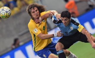 Uruguay le robó un empate 2-2 a Brasil con gol de Suárez