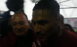 Paolo Guerrero fue ovacionado al término de práctica en Uruguay