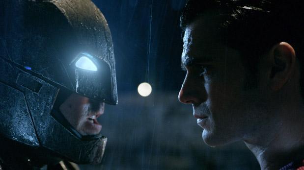 """""""Batman v. Superman"""" olvida críticas con millonaria taquilla"""