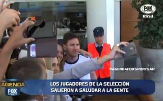 Argentina: Messi y jugadores se acercaron a saludar a hinchas