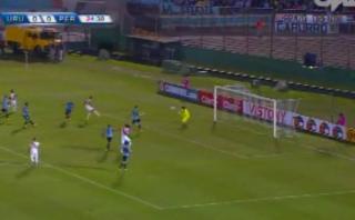 Paolo Guerrero y la clara ocasión de gol que erró ante Uruguay