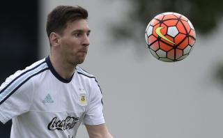 Messi provoca airada reacción en Egipto al donar sus chimpunes