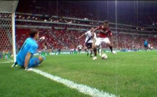 Paolo Guerrero falló gol y mira cómo reaccionó su entrenador