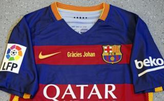 Barcelona presentó camiseta especial en honor a Johan Cruyff