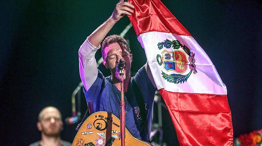 Miles de fans se rindieron ante la magia musical de Coldplay