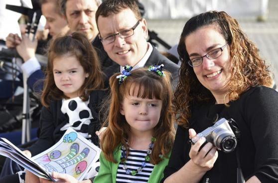 Lizzy, la niña que visitó al Papa antes de quedar ciega y sorda