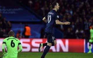 Zlatan Ibrahimovic empató tras grosero error en salida del City