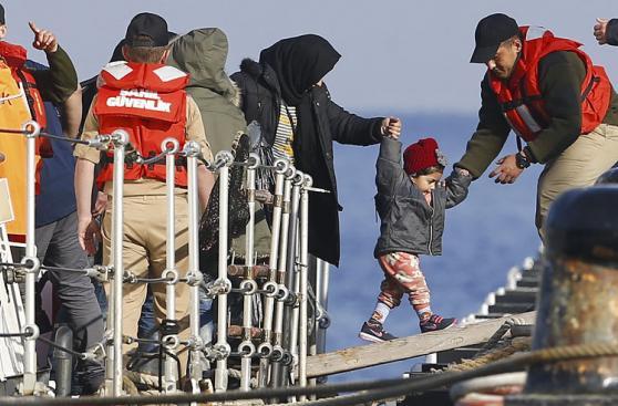 El drama que vive Lesbos, la ciudad que visitará el Papa